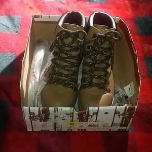 Unionbay womens size 7M taupe colored hiking boots